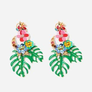 Jewelry - Adorable leaf earrings brand new w/box